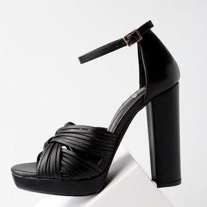 Lulu's black heels 8.5 NEW